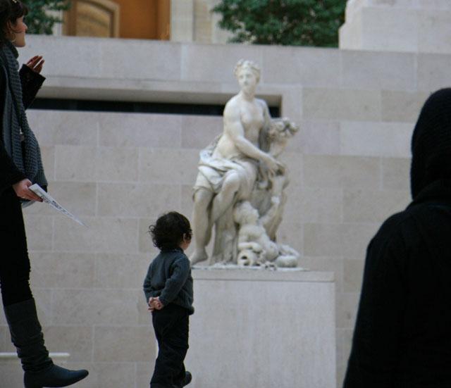 ルーブル美術館の子供