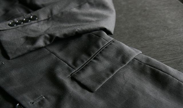 上着ポケットのしわ