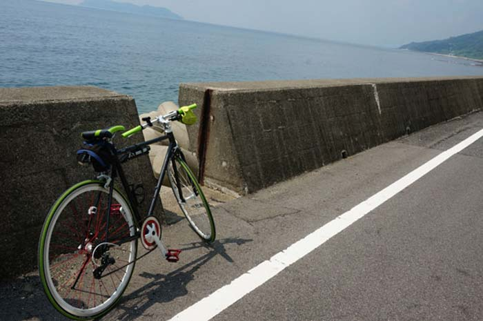 DSC08308海と自転車