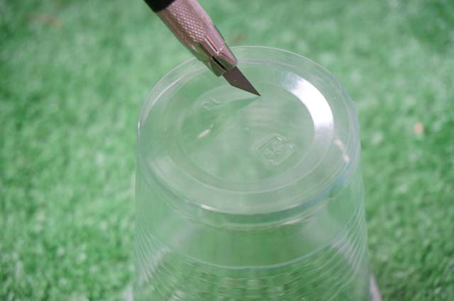 DSC07258カップに穴あけ