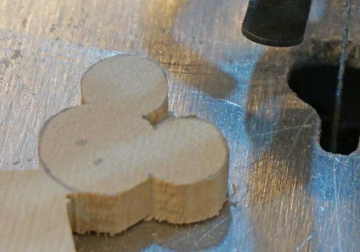 DIY FACTORYでオリジナルの木製キーホルダーを作ってみたよ!カット&磨き編