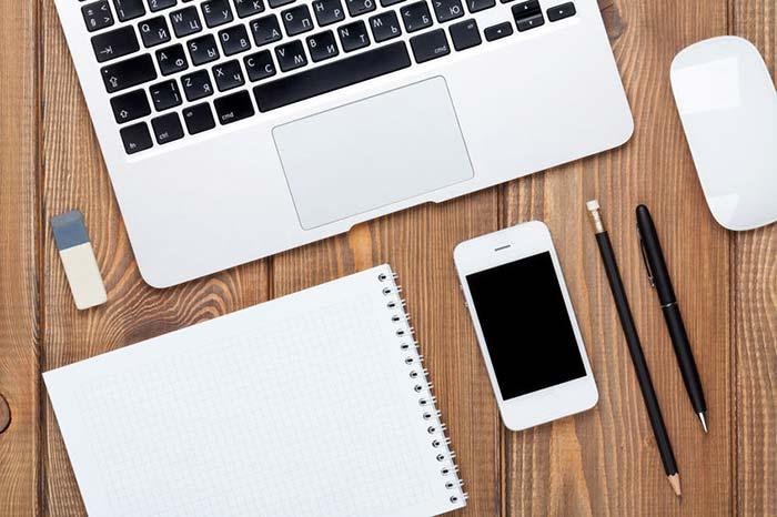 家計簿をつけるアプリやノート