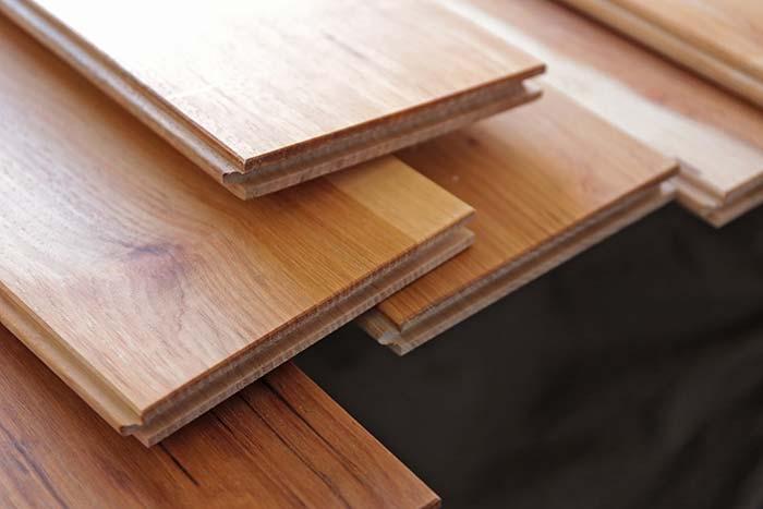 料理や雑貨がおしゃれに撮影できちゃう!無垢床の木材をデスクの天板にしてみた!