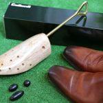 小指の付け根が痛い靴擦れ対策!革靴の革を伸ばしてみた!