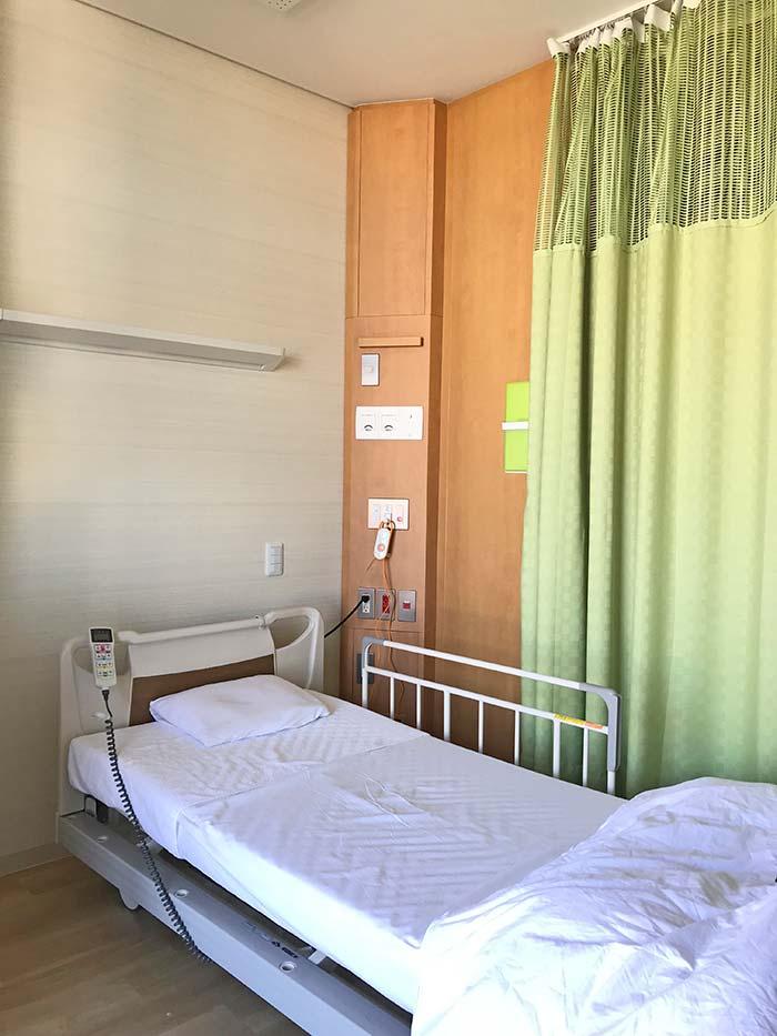 入院のベッド