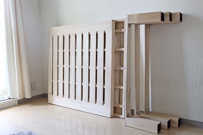 組み立て前の桐のベッド