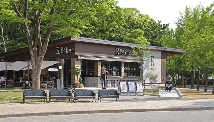 R Baker大阪城公園店の外観
