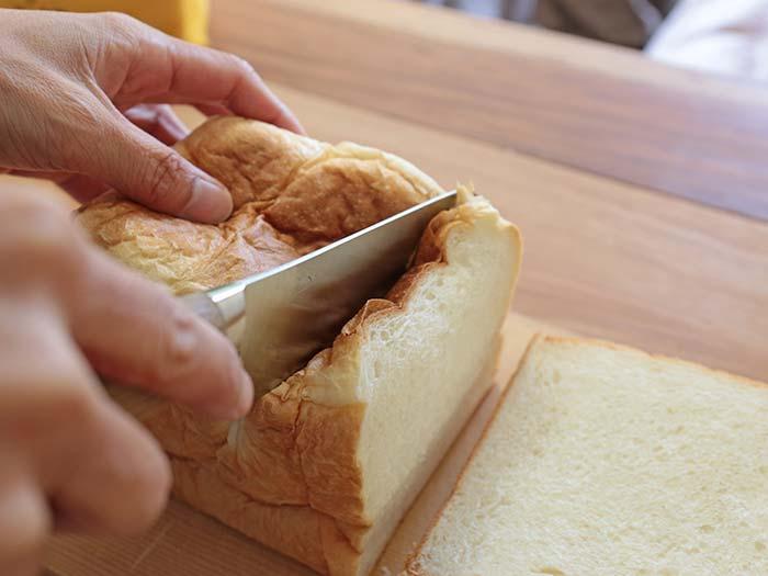 食パンを切るときにつぶれる