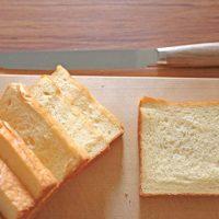 パン切り包丁と食パン
