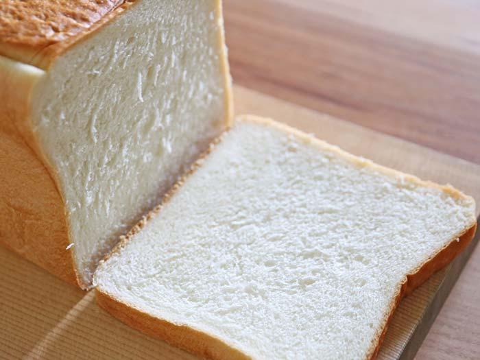 タダフサのパン切包丁でスライスしたパン