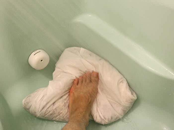 踏み洗いとすすぎ
