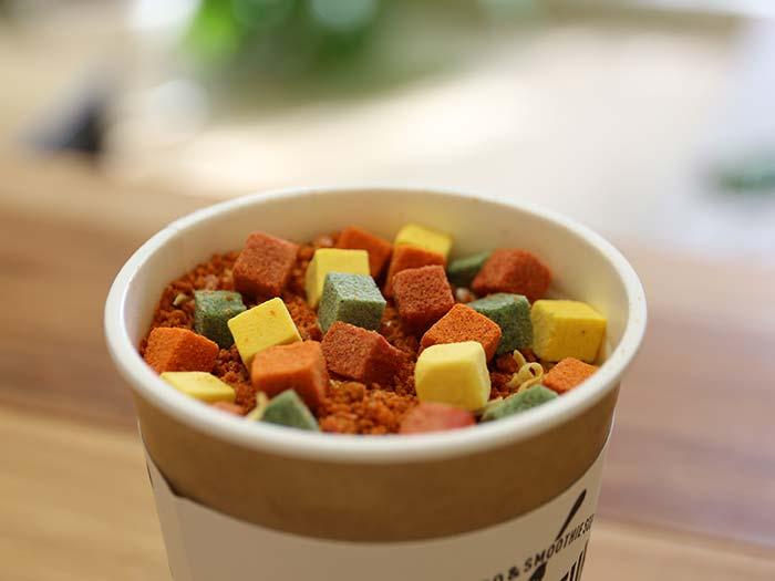 スムージーのスープと野菜コロのカップヌードル!MOMO FUKU noodleって何?