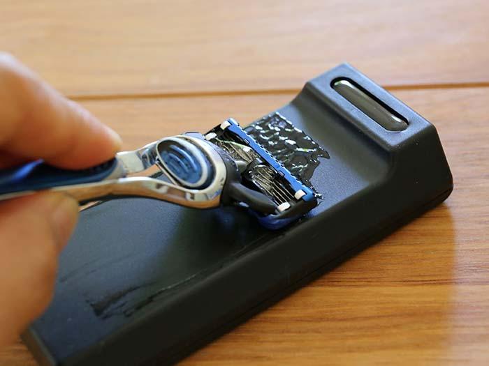 カミソリの刃を4倍長持ちさせる超簡単な方法!専用クリーナーで替え刃節約できた!