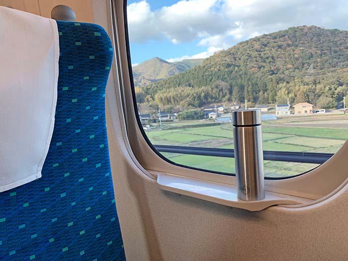 新幹線の窓台にも置ける水筒