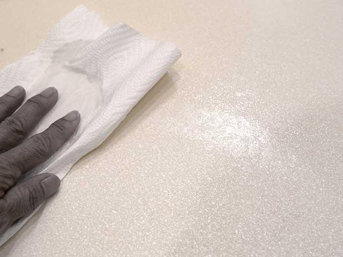 ワックスを床に塗る