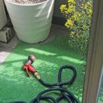ベランダに水道がなくても大丈夫!伸縮ホースで簡単にお掃除できるよ!