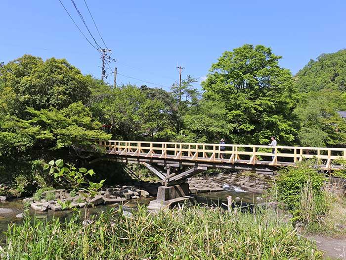 瑠璃光院へ渡る橋