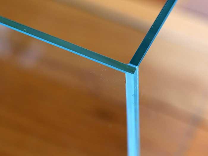 フレームレスのガラスだけの水槽
