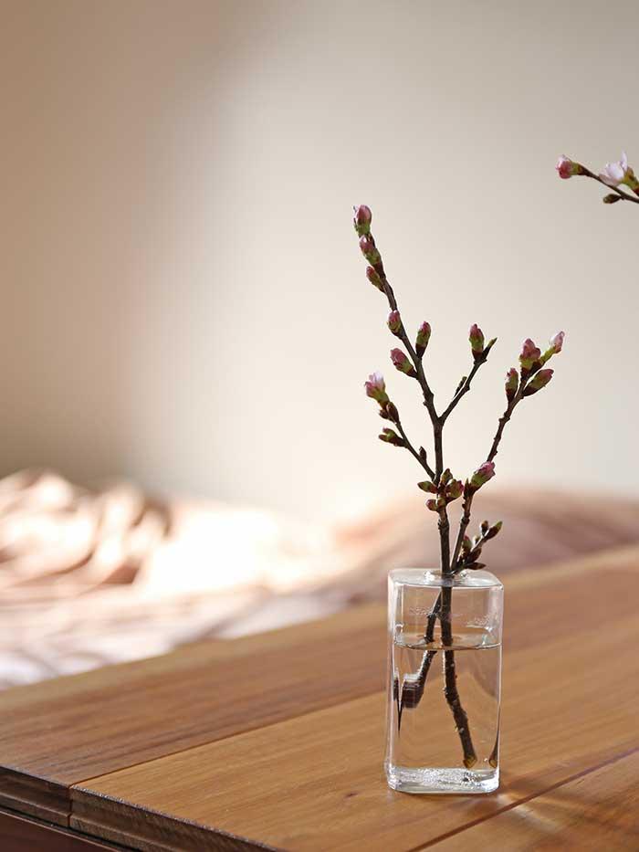 小さい枝は小さい花器に生ける