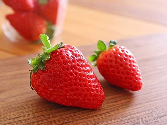 さくらももいちごと普通のイチゴのサイズ比較