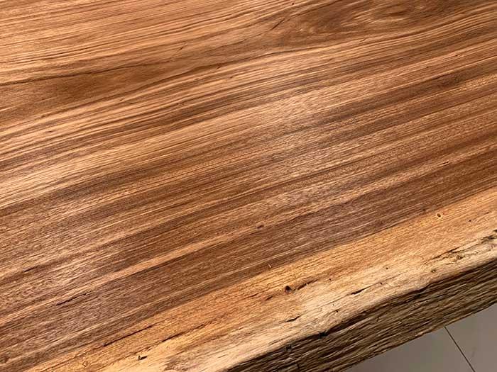 ベリの一枚板の木目