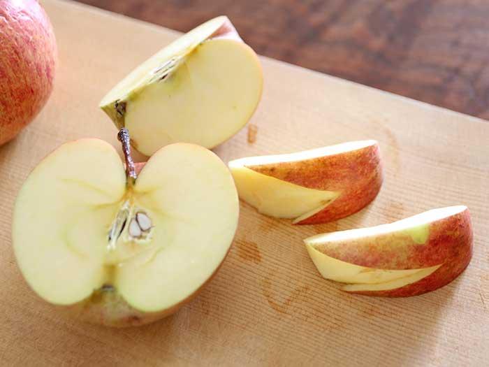 収穫したリンゴ