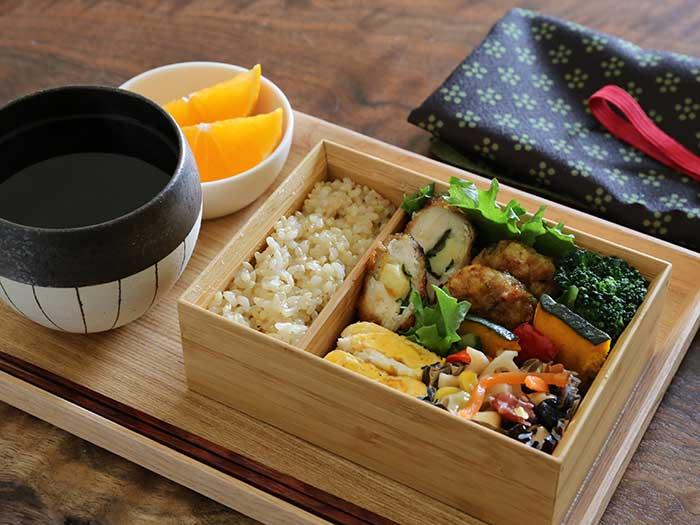 自宅の食事でも木製ボックスがおしゃれ