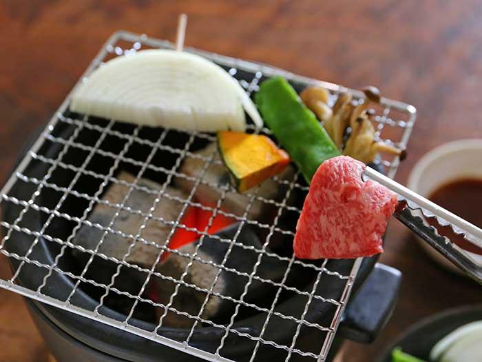 コンパクトな炭火コンロで焼き肉