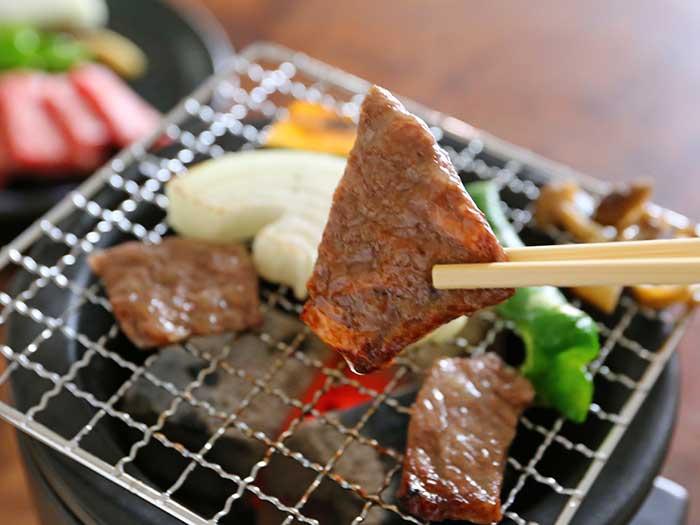 炭火で焼けたお肉