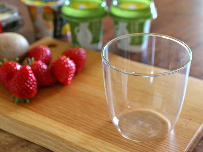 透明度の高いガラスのグラスを用意