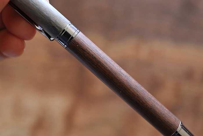 ウォールナット木製ボールペン拡大写真