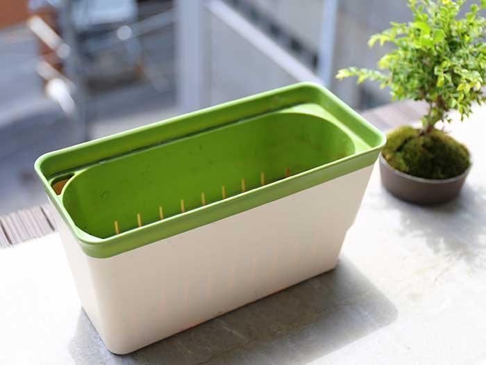 水耕栽培に使う貯水機能付きプランター