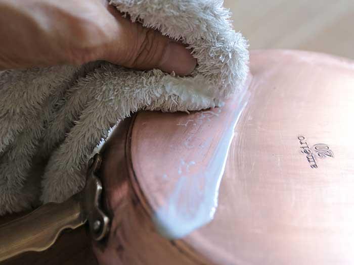ピカールで銅のフライパンを磨く