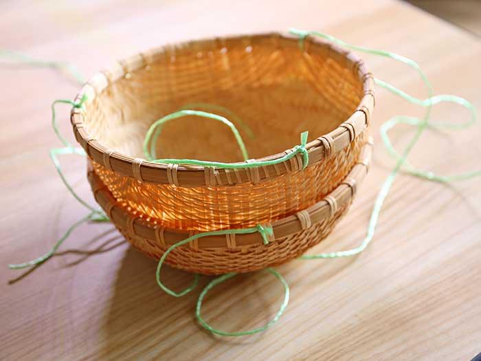 メロンを入れる竹製の丸カゴ